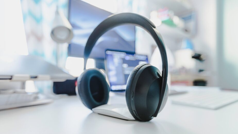 Reasons To Buy Hands-free Headsets For Office Use